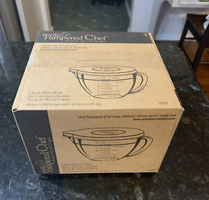 NEW! Pampered Chef Classic 2 Qt Batter Bowl w/ Lid box is sealed