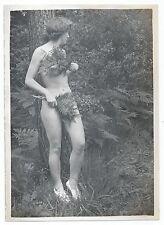 U017 Photographie vintage Originale Vitrine Femme nue caché Eve Naturisme