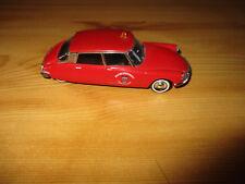 voiture miniature citroen DS 19 DE 1956 1/43 SOLIDO POMPIER TRES BELLE