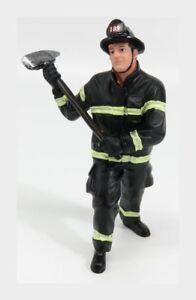Pompiere Vigile Del Fuoco Fireman Holding Axe AMERICAN DIORAMA 1:18 AMDI77461