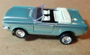 Model Motoring HO Ford Mustang Convertible/Ice Pearl Blue