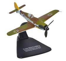 Aéronefs miniatures argentés