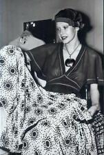SYLVIA KRISTEL: 1  Foto (13x18cm)  des Erotikstars (EMANUELLE); Nude; Busen -s20
