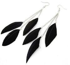 Boucles d'Oreilles plumes noires et chaines argentées. top tendance