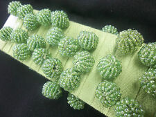 VERDE con PERLINE pompon per cucito/artigianato/Costumi PEZZI 1.5m larghezza 12mm pon pon