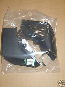 Discovery 3 Rear Mudflap Kit Assembly (CAT500010PCL)