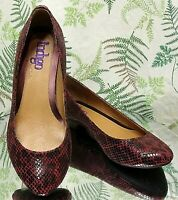 CLARKS RED BLACK SNAKESKIN PRINT LEATHER LOAFERS DRESS SHOES US WOMENS SZ 7.5 M