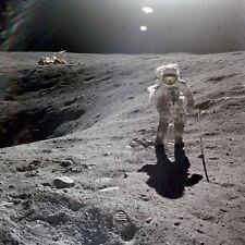 Photo Nasa - Apollo 16 1972 Surface Lunaire Lune cratère véhicule astronaute