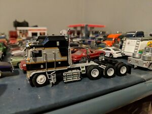 1/64 custom lowered DCP Kenworth k100 cabover Black/silver and gold