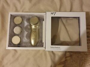 Boots No7 Perfect Pedicure Foot Soothing System Gift Set Opened never used