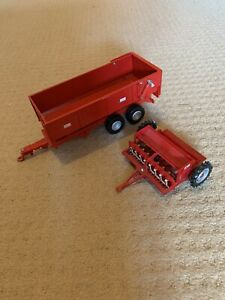 Britains Red Metal Grain Trailer & Roller 1:32 Scale Toy