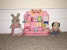 Sylvanian Families Village Gift Shop Set -2 figures