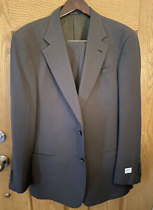 Armani Collezioni 44L Suit. 100% Wool. Saks 5th Ave. NWT. Made In Italy. Dk Gray