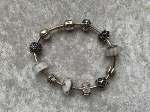 Pandora Armband mit 11 Charms, silber, Länge ca. 20 cm