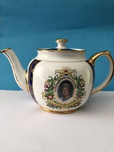 Hm Queen Elizabeth 50th Anniv Of Coronation 2013 - Teapot For Ringtons By Wade