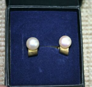 Stylish 9ct Gold and Pearl Stud Earrings - Thames Hospice