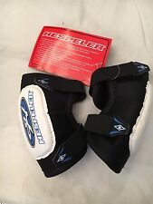 Hespeler Rogue Youth Medium Hockey Elbow Pads . NEW Kid Team Highschool NWT Gear