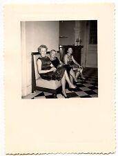 3 femmes assises robe de soirée -  photo ancienne an. 1950