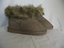 BNWT Ladies Sz 5 Cute Mocha Cherrylane Mock Fur Trim Short Boot Style Slippers
