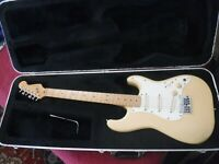Fender Stratocaster Vintage 1983 Near Mint  Oly white  Maple Neck  Made In USA