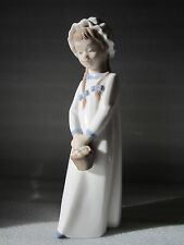 "Authentic LLADRO Nao Daisa Girl w/ Basket of Sweets 597 Figurine 10.5"" MINT"