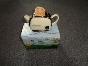 Swineside Teapottery Toaster Teapot with original box