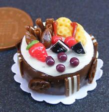 1:12 Scale Chocolate Cake Tumdee Dolls House Miniature Bakery Accessory NC81