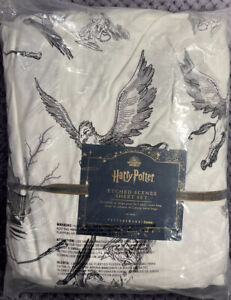 PBTeen HARRY POTTER™ Etched Scenes Sheet Set, Twin/Twin XL, Ivory/Black
