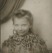 VINTAGE FUNNY UNUSUAL LEOPARD SKIN SHIRT CUTE YOUNG GIRL OLD PHOTOBOOTH  PHOTO