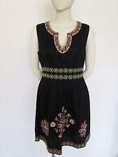 Almacén Negro Lino Vestido Con Verde/Pink embroydered Design Talla 14 Nuevo