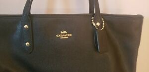 AUTHENTIC BLACK COACH TOTE IN EXCELLENT CONDITION!!