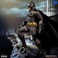 PREORDINE BATMAN Batman Sovereign Knight CLOTH AF