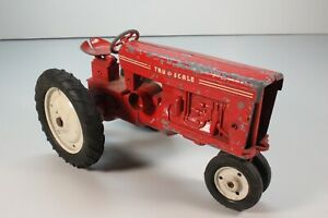 VINTAGE METAL FARM TRACTOR TRU SCALE NARROW FRONT RED ...I14