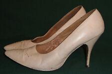 Vintage 50's White Stiletto Heel Point Toe Shoes Pastel Accent 8