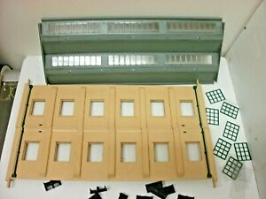 Hornby Dublo 5005 Two Road Engine Shed Boxed