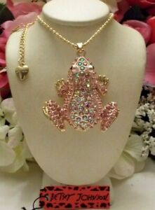 BETSEY JOHNSON ADORABLE PINK CRYSTAL INLAY FROG PENDANT CHAIN NECKLACE