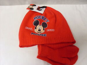 MICKEY MOUSE HAT WITH MITTENS   NEW ..