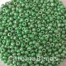 50g perline di vetro Verde Opaco Lustered approssimativamente 3mm dimensione 8/0