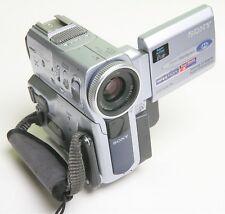 Sony DCR-PC9E Digital Handycam/mini caméscope... Zeiss Vario-Sonnar Lens
