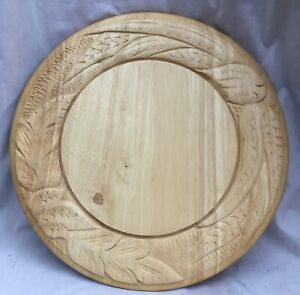 "PETER MARTIN ORIGINAL ROUND CARVED BREAD BOARD 33cm 13"" VINTAGE ENGLISH EXCELLEN"
