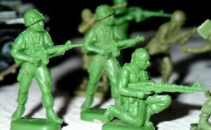 Toy Soldiers x 22 Army Green 1/72 U.S. GIs + Rangers 11 poses +Tank Mixed LOT