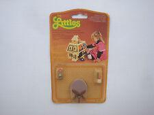 The littles Mattel 1980 - accessoire neuf sous blister - table ref 1799