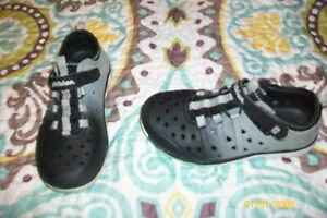 TODDLER BOYS SHOES SIZE 12 STRIDERITE GRAY AND BLACK LIGHTWEIGHT