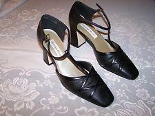 Vtg Ladies Shoes 2 1/2 inch Heels Black Sz 8M Carriage Court Euc
