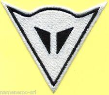 Toppa ricamata patch termoadesiva logo DAINESE bianco cm. 10 x 8,5