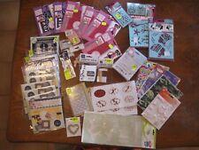 Lot scrapbooking 40 pièces:  tampons, pochoirs, cartes, papiers, stickers, etc