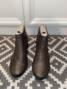 Cloudsteppers by Clarks Caddell Tropic Ankle Boots in Size 8W-NEW