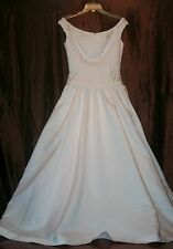r- WEDDING GOWN SZ 6? GORGEOUS WITH TRAIN LONG WAIST SEE MEASUREMENTS USED 1X