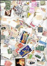 Sobre con mas de 400 sellos de diferentes paises. Los sellos son usados