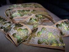Ancien ruban en soie et fils dorés. Beige et fleurs dorées. Au mètre. N°116
